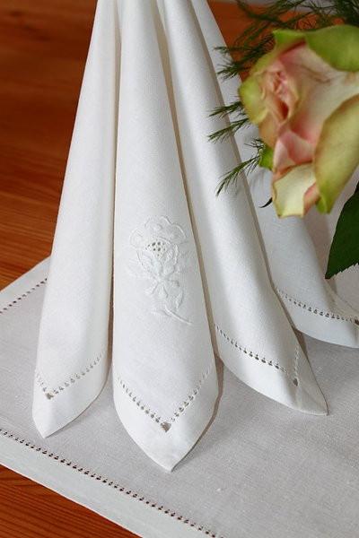 Serviette / Brotdeckchen naturweiß Blume m. Lochstickerei
