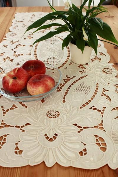 Tischläufer beige, Richelieustickerei in zwei Größen