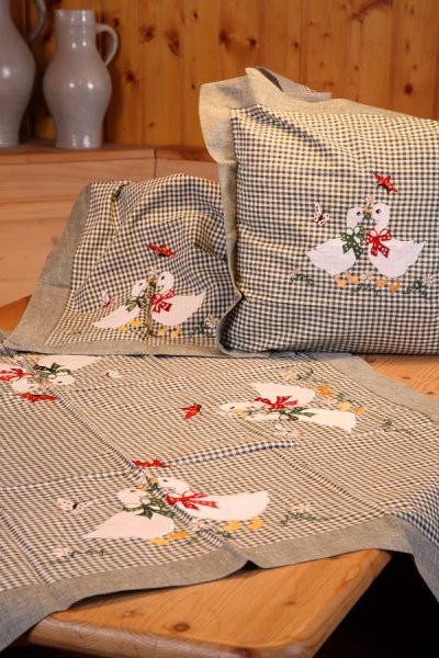 Tischwäsche u. Kissenbezug grün kariert mit Gänsen