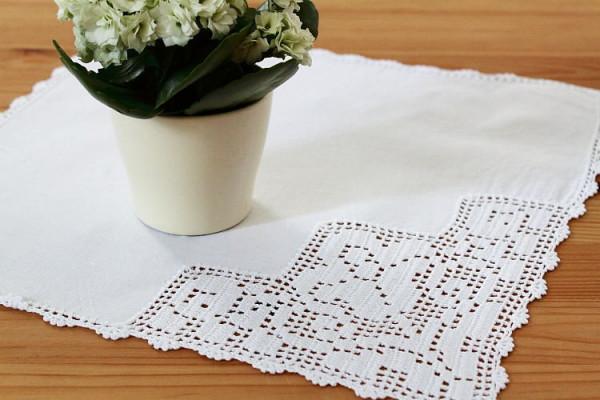 Serviette / Deckchen weiß mit Häkelspitze Tulpe